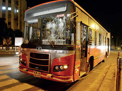 2 men, 2 women held for assaulting ST bus staffers