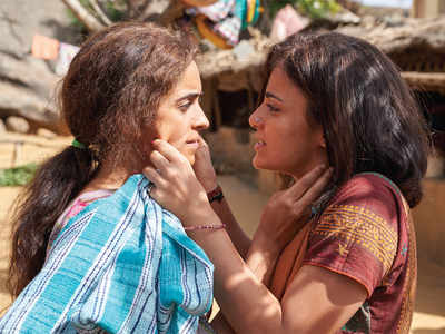 Pataakha movie review: A boxful of crackers