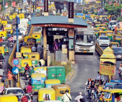 BRTS gridlocks Walled City roads
