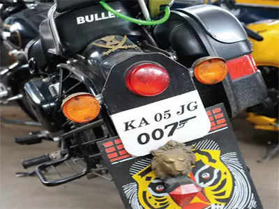 Traffic police tell number plate vendors about the guidelines