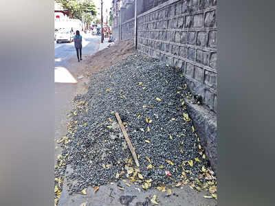 Pavement blocked in Budhwar Peth