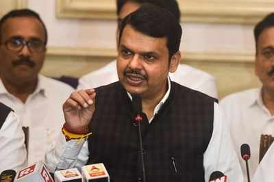 Devendra Fadnavis follows in Sanjay Raut's footsteps...