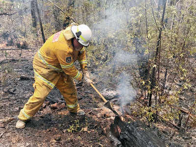 Residents asked to evacuate Australian state amid fire threat
