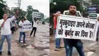 This is how youths in Korba, Chhattisgarh create awareness against potholes