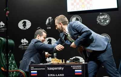 Nepomniachtchi beats Wang Hao to stay in lead