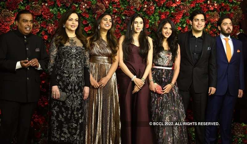 Ambani's fam jam at DeepVeer's reception