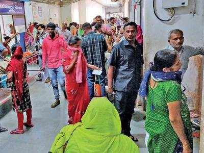 Crowds choke govt hospitals battling to protect patients, docs from infection