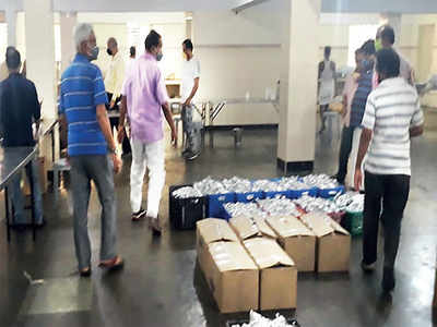 Senior citizens join hands to feed needy