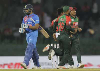 India vs Sri Lanka Live Cricket Score & Updates, 4th T20 Match of Nidahas Trophy 2018 Tri-Series: Dinesh Karthik and Manish Pandey's partnership crosses 50; India wins the match by 6 wickets