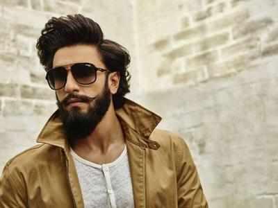 Ranveer Singh bumps into Karisma Kapoor at airport, recreates 'Sarkailo Khatiya' magic for fans