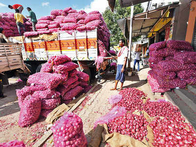 Truck driver cheats onion trader of 22 tonnes of produce, sells stock en route