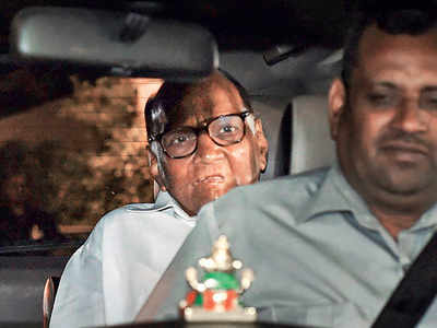Amid stalemate, Pawar meets Sonia