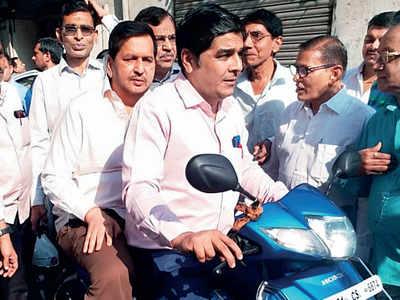 South Mumbai loses its head over helmets