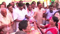 Puducherry CM V Narayanasamy gifts onions to Congress workers on Sonia Gandhi's birthday