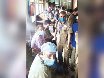 Long queues on BEST salary day as staff gets Rs 1,500 in coins each