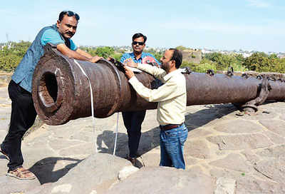 Discoverers worry for the 'world's longest cannon'