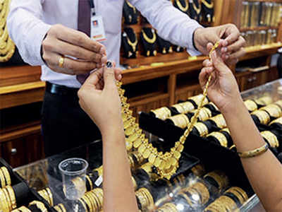 Man nabbed while trying to sell stolen gold jewellery