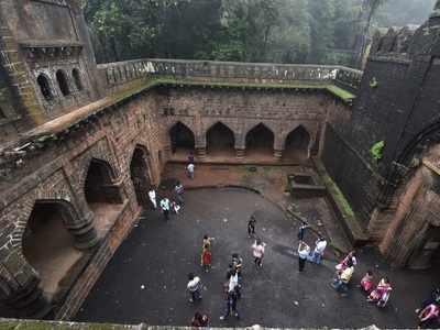 Amid protests, Directorate Of Archaeology and Museum clears air over use of Forts for Weddings, heritage hotels