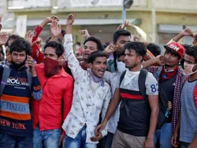 Migrants pelt stones at police in Ahmedabad
