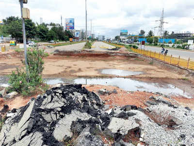 Signal-free airport road remains a pipe dream