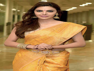 Sherlyn hits out at Poonam