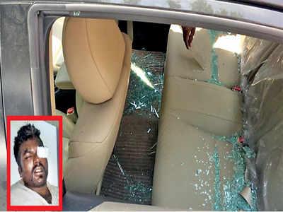 Near IIM-B, gang of 7 locals thrashes driver