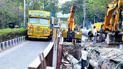 Fining the public, PMC ignores its own water leaks