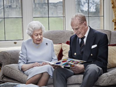 Queen Elizabeth, Prince Philip receive COVID-19 vaccination