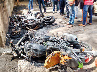 3 bikes catch fire on Ghole Road, gutted