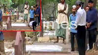 Shah Rukh Khan visits parents' grave in Delhi