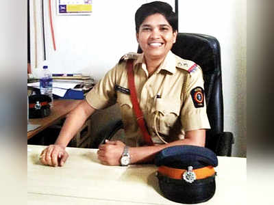Women police officials help homeless woman deliver on pavement at Marine Lines in South Mumbai