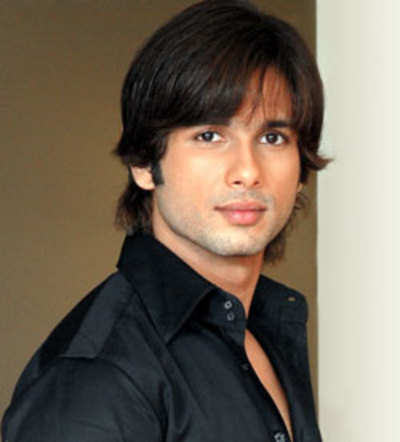 Iconic actor's troubled daughter stalks Shahid