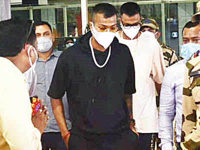 Pandyas hire charter, fly to Ranchi to wish MS Dhoni on birthday
