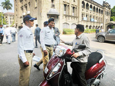 Traffic cops fine govt officials for helmetless riding