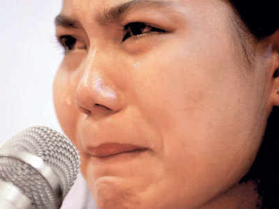 Jailed reporter's wife appeals to Suu Kyi for help