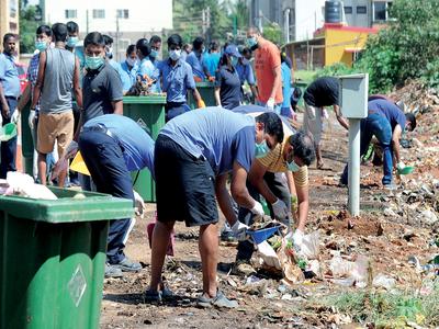 Watch: On Gandhi Jayanti, Bengaluru techies take the trash out