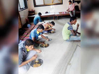 Community rallies to rescue students stuck at Kalyan