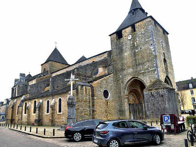 Robbers ram car into French cathedral and steal treasures