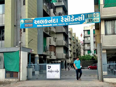 Resident, society mgmt spar over locked gate