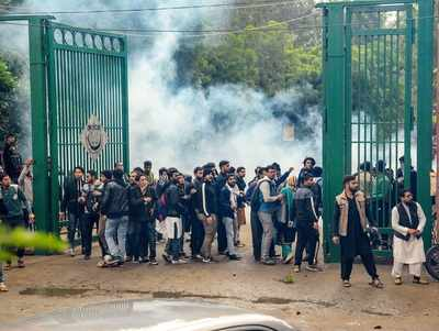 Situation tense in Jamia Millia Islamia University, 50 detained students released