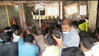 Covid-19: Tipplers throng Tasmac outlets after TN govt announces complete lockdown