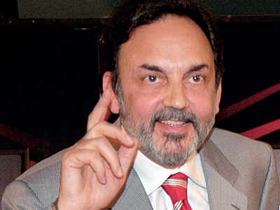 Prannoy Roy, wife Radhika detained at Mumbai airport