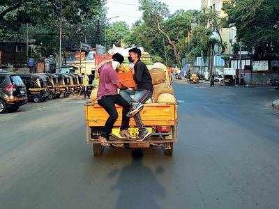 Dangerous transport practices prevail as vegetable vendors give cops a miss