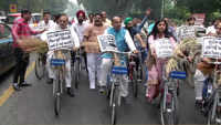Vijay Goel rides bicycle to Manish Sisodia's residence to offer him stubble bunch