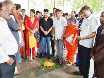 Mumbai rains: Residents, Shiv Sena perform 'last rites' of Vasai Virar Municipal Corporation to protest flooding
