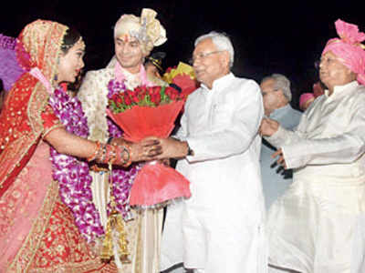 Chaos at Tej Pratap's wedding: Crowd loots food, crockery