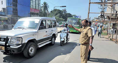 White-topping: BMTC officials man traffic