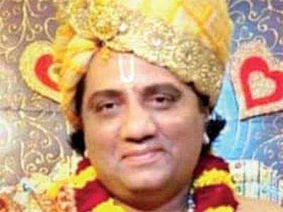 Vadodara bizman duped of Rs 21.8 lakh by godman