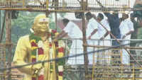 TN CM, Deputy CM pay floral tribute to Muthuramalinga Thevar in Madurai