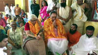 Ayodhya: Subramanian Swamy offers prayer at Kanchi Sankara Math